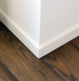 3. Tiesios dažyto MDF/faneruotės grindjuostės 50 mm aukščio