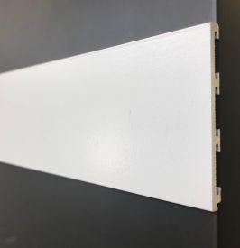 3. Balta 4 mm storio metalinė grindjuostė